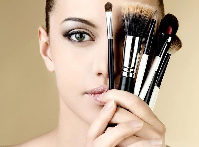 Где найти курсы по макияжу в Саратове?